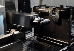 CAD/CAM programming for precise machining of especially large components.